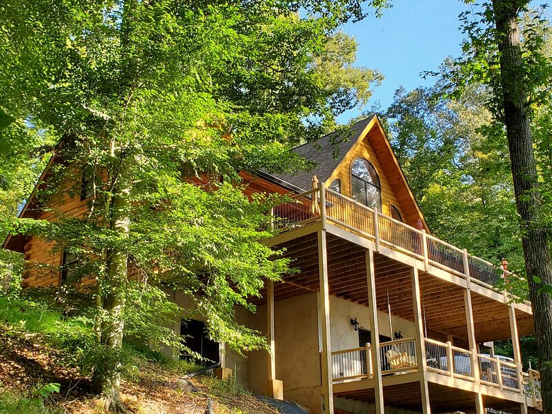 5 bedroom, Multi-Family, Lake-Front, Private Dock, Log Cabin, holiday rental in Bean Station