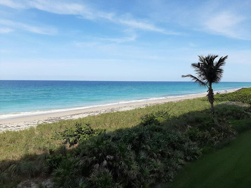 Beautiful Direct Oceanfront Condo in Jensen Beach Florida -  Available Jan 2021!, holiday rental in Hutchinson Beach