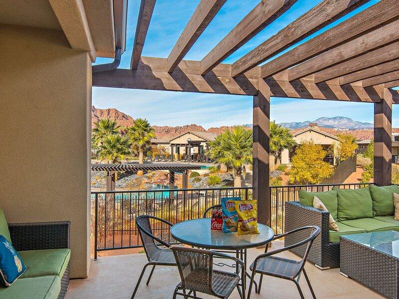 Best Pool Location! Steps to 2 Pools * Pool View * BBQ * Ping Pong * Pet Ok, casa vacanza a Santa Clara