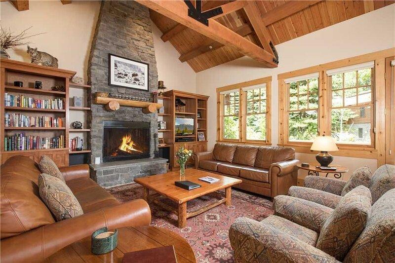 RMR: 4 BR Luxury-Walk to ski run, private hot tub, location de vacances à Moose