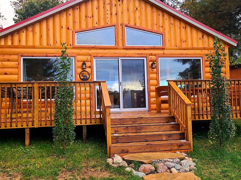 Bayview Cabin on Picturesque Northwoods 7 mile chain of lakes, vacation rental in Summit Lake