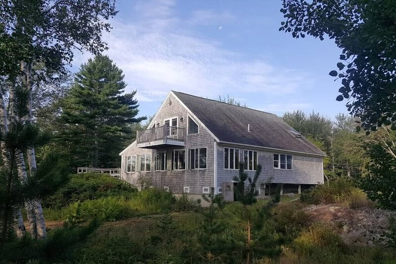 Pleasant River Cottage - Close to downtown and swimming quarries! Family Friendl, Ferienwohnung in North Haven