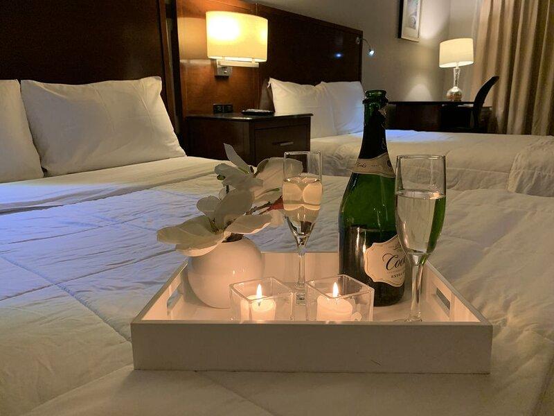 Luxury 2 Bedroom Suite,  Sleeps 7, Incl. Breakfast, Pool, BBQ, Family Activities, location de vacances à Copperas Cove