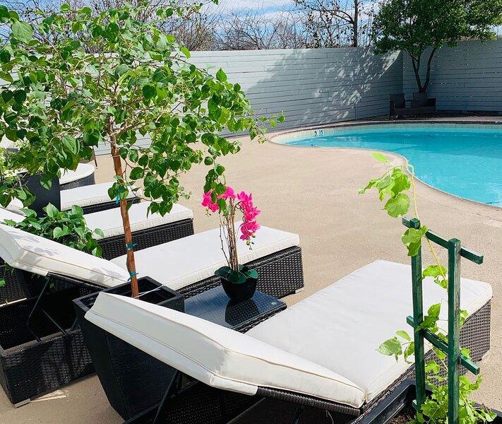 Luxury Suites, Pool, Garden, Free Breakfast, Live Music, Fun Family Activities, holiday rental in Harker Heights