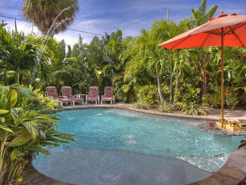Luxury 3 Bed, 3 En Suite Baths, Private Htd Pool, 0 Blocks to Beach - Just Steps, holiday rental in Holmes Beach