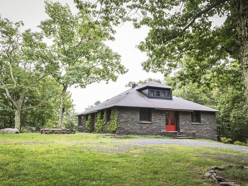 Bluestone Lodge ~ Comfort and Style in a Secluded Catskill Mountains Setting, alquiler vacacional en Palenville
