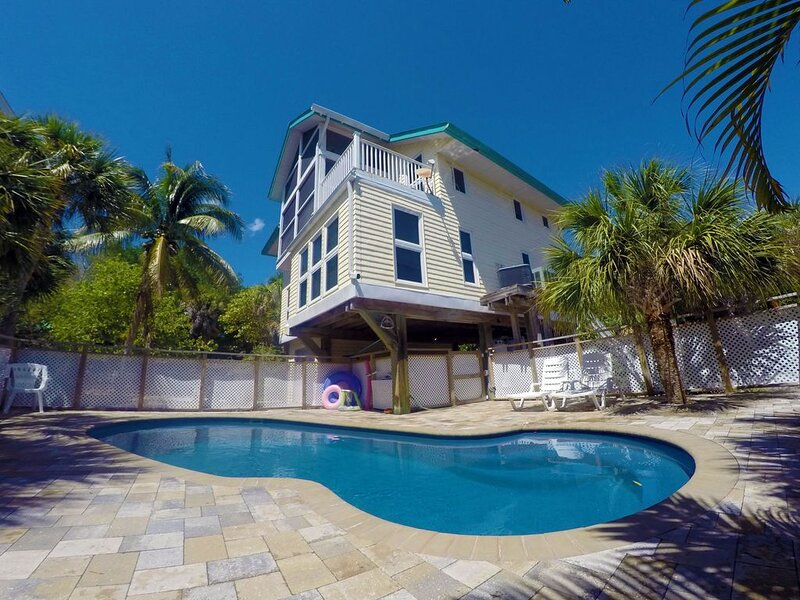 Private Pool Home, SPECTACULAR Sunsets And Only Steps from the Beaches, holiday rental in Captiva Island