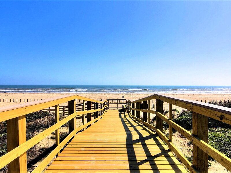 YOUR Port Aransas Beach Vacation Starts HERE!, vacation rental in Port Aransas