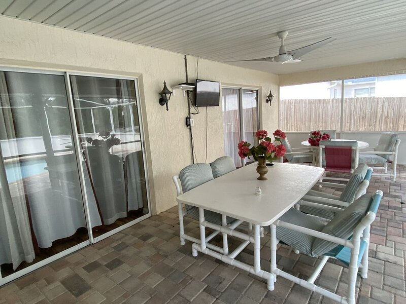 Luxury 3 Bedroom Pool Home. Quiet Neighborhood., holiday rental in Spring Hill
