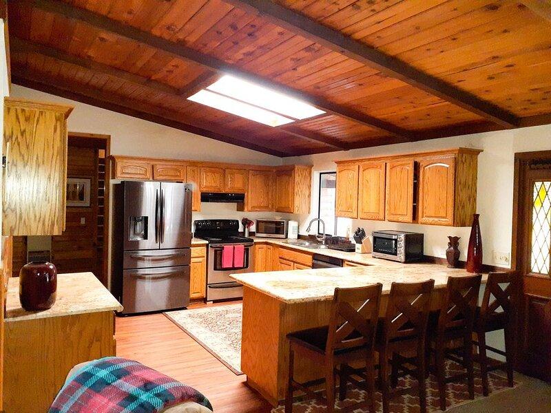 Mount Lassen 5 Bedroom Cabin on 1.6 Acres of Forest, No Neighbors, holiday rental in Shingletown