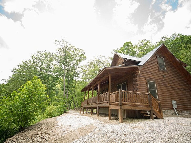 Gorgeous, tree top views from this cabin, alquiler de vacaciones en Irvine