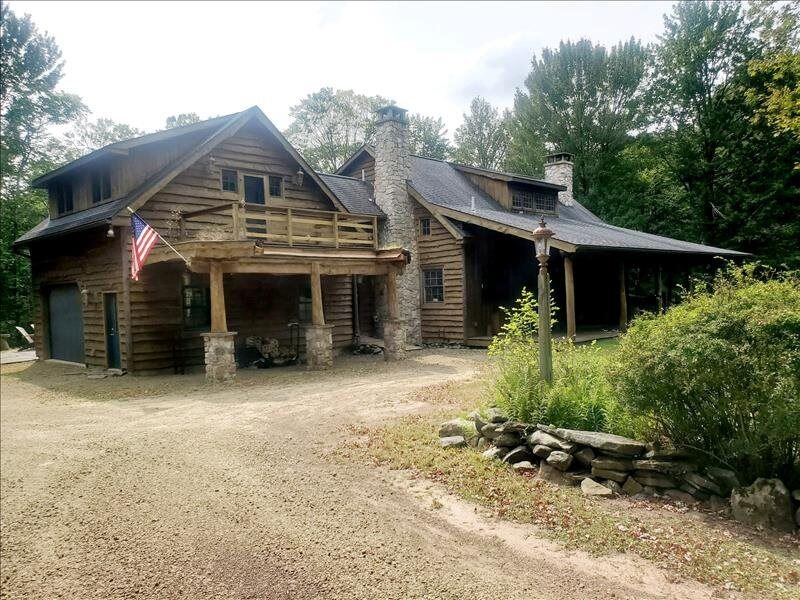Just bring your family and relax at 'Glen Eagles Lodge' in Eagles Mere, holiday rental in Benton