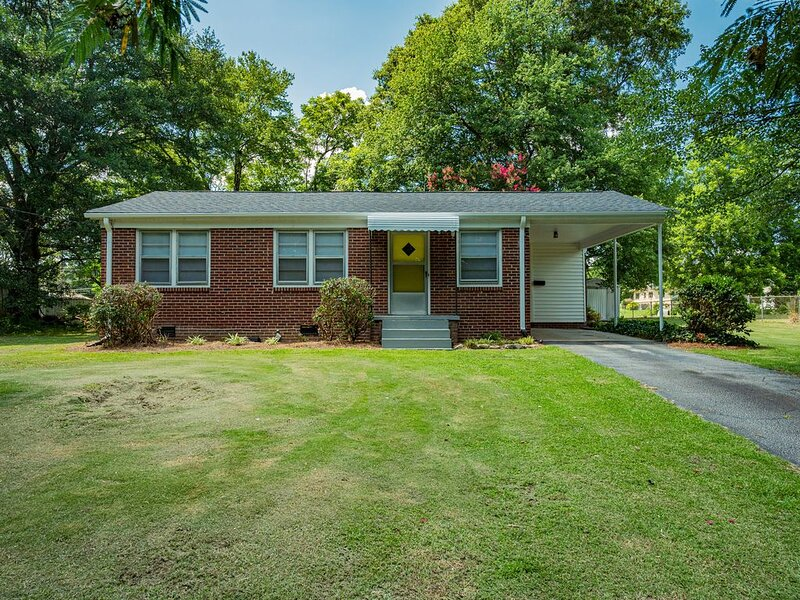 ~Pocketful of Sunshine~ 4mi/8min to GSP Airport, holiday rental in Greer