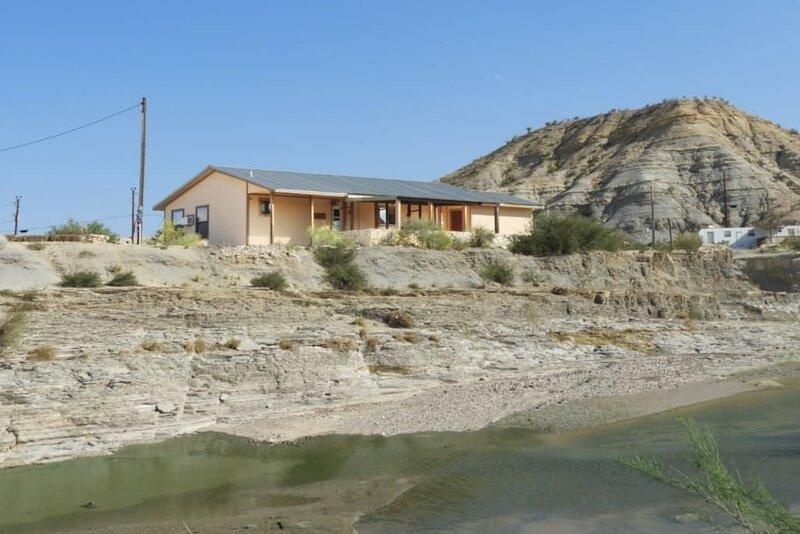 Terlingua Creek Porch House: On Terlingua Creek, holiday rental in Study Butte