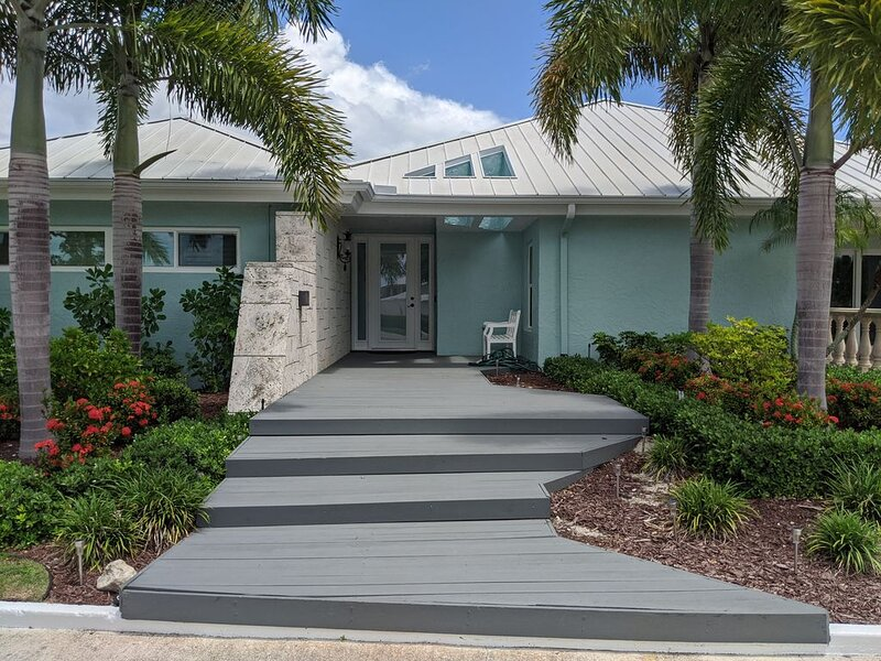 7 BR / 8 Bath Huge Estate Home - Tennis, Basketball, Huge Pool, Privacy, vacation rental in Marco Island