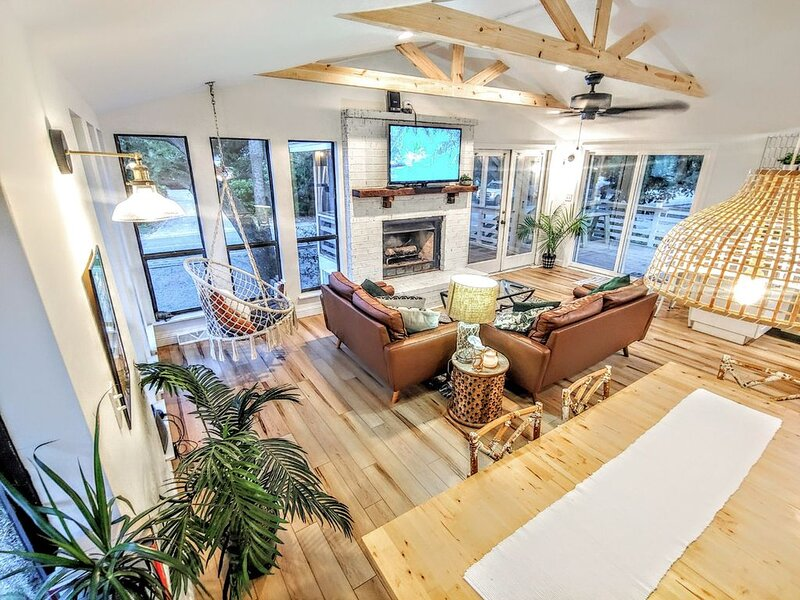 4 bed, newly renovated Boho retreat, with 1 minute walk to the beach, holiday rental in Folly Beach