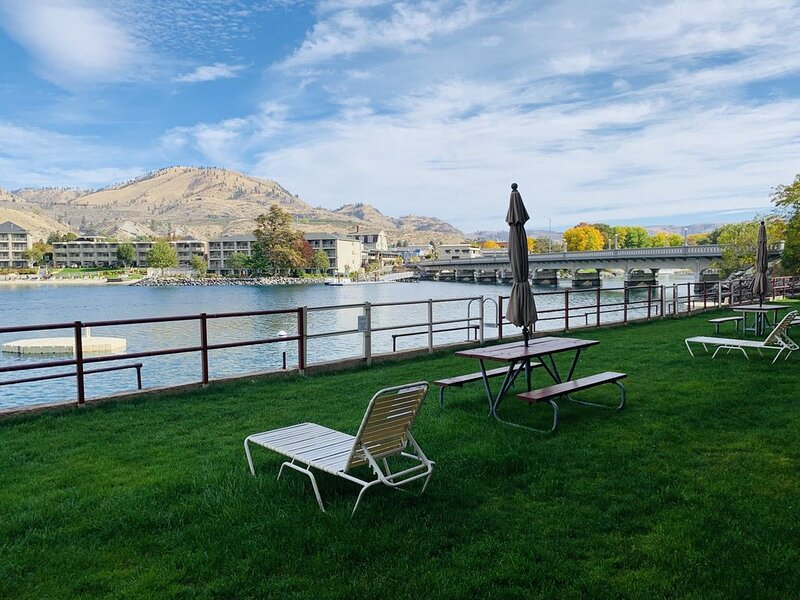 Beautiful One Bedroom Condo (Sleeps 6) at the Grandview on the Lake, location de vacances à Chelan