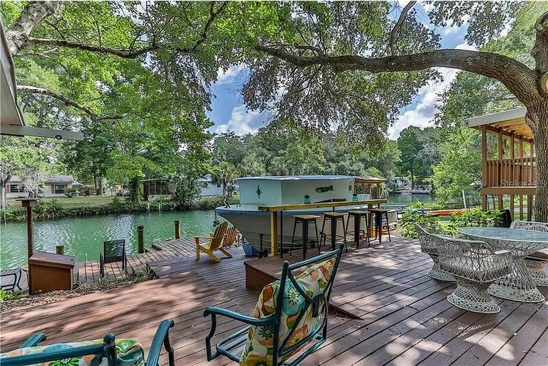 Fun Weeki Wachee River Boathouse, holiday rental in Spring Hill