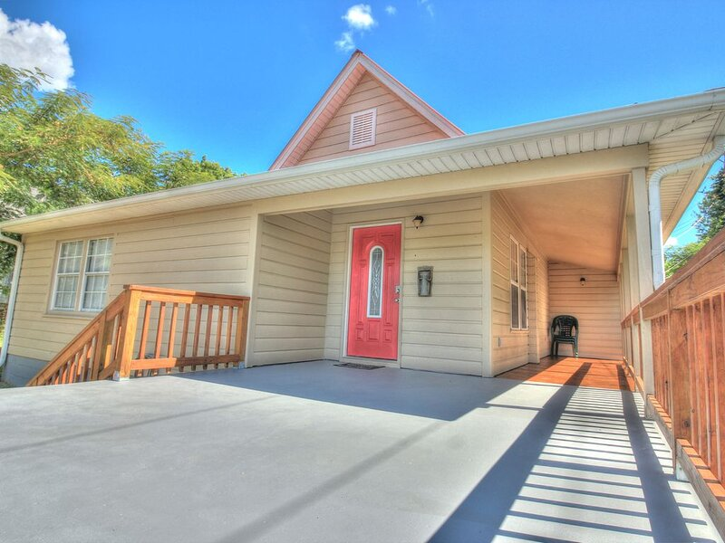 The Corner Cottage (+Patio, Fire Pit & Grill), vacation rental in Cherokee Village