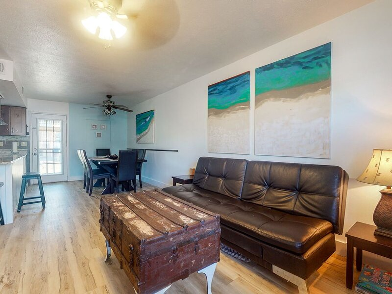Family-friendly getaway w/ a full kitchen - walk to beaches & other attractions, vacation rental in Panama City Beach