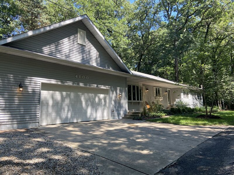Michiana Home with Beach Access and Hot Tub, holiday rental in New Buffalo