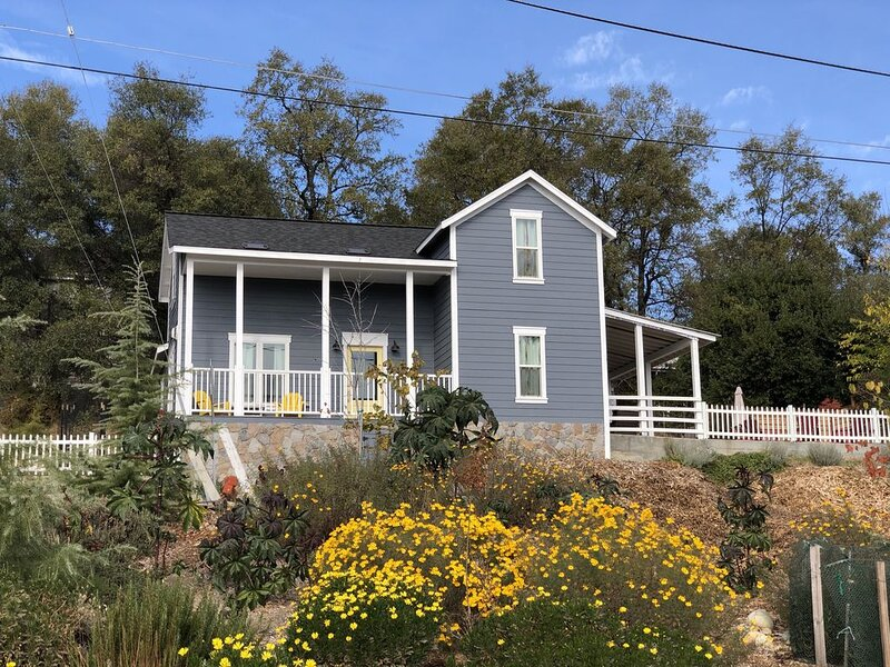 1924 Farmhouse In The Heart of El Dorado Wine Country, holiday rental in Shingle Springs