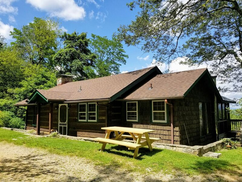 Gingercake Acres- Beside the Linville Gorge Wilderness. Pet Friendly!, holiday rental in Linville Falls