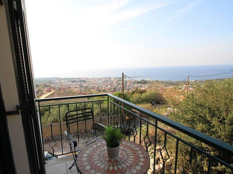 Kyparissia Castle & Sea view, holiday rental in Neochori