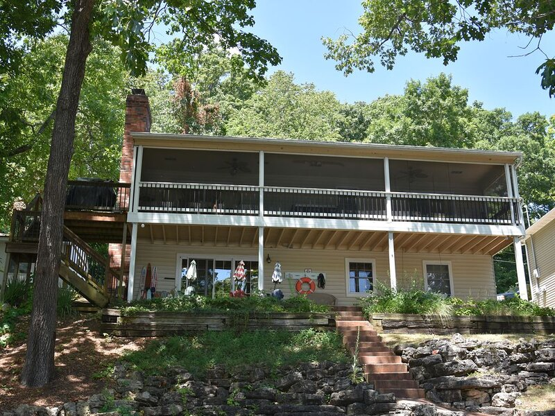 Highly sought, family friendly 4Bd/2Ba lakefront home, quiet cove & private dock, holiday rental in Eldon
