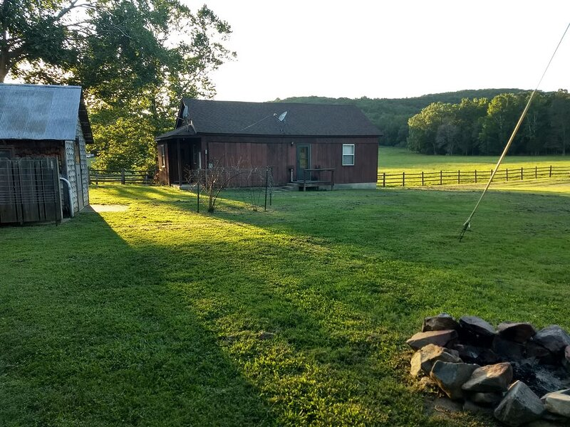 Quiet Guest House Retreat adjoining Sam A. Baker State Park, vacation rental in Piedmont