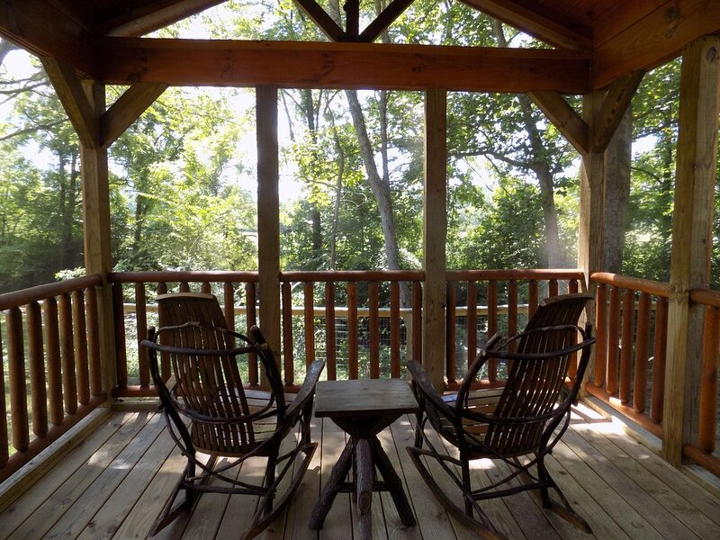 360 degrees of Mountain views and the roaring Valley river all from the porch!, holiday rental in Andrews