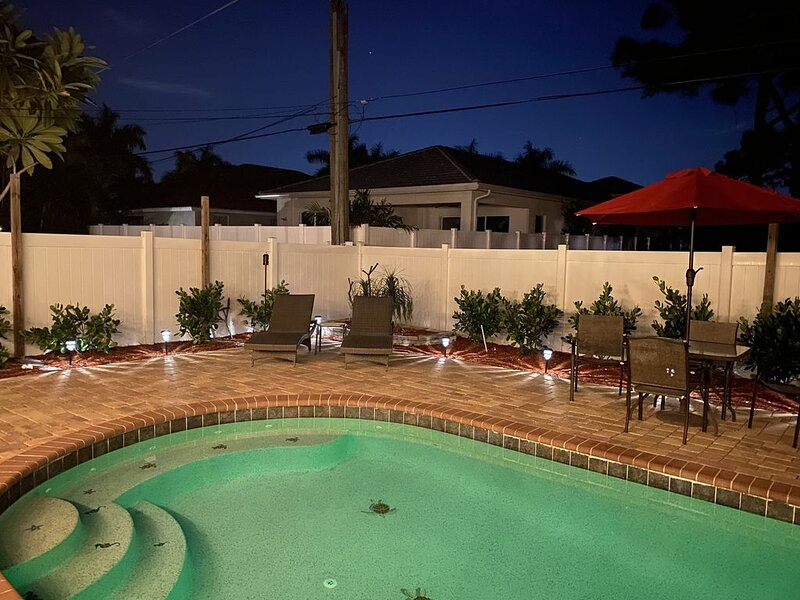 Vanderbilt Beach, enjoy a Private Heated Pool, minutes to shopping/fine dining!, location de vacances à Naples Park