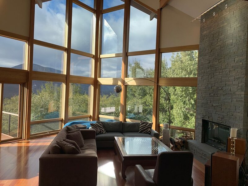 Catskills home overlooking the High Peaks, location de vacances à Olivebridge