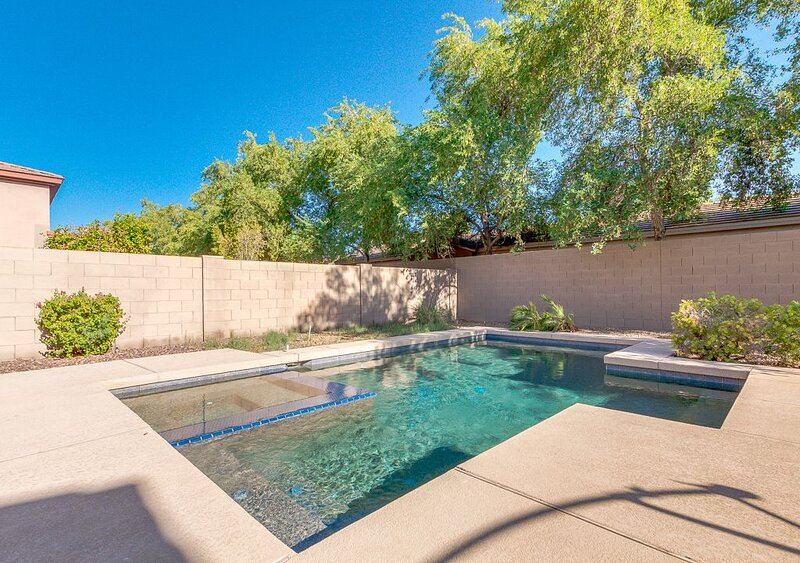 Single floor open house. Private heated pool and Golf., alquiler vacacional en Chandler