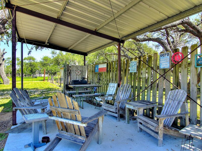 Bring your boat! 1 mile from the boat ramp in Conn Brown!, alquiler vacacional en Aransas Pass