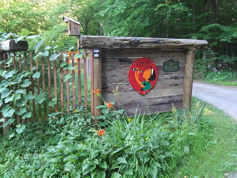 Sun in the Beeches Wildlife Habitat. Secluded, quiet and happy., holiday rental in Mifflinburg