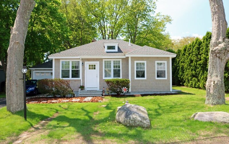 Immaculate, Updated and Adorable Home in Bonnet Shores, location de vacances à Exeter
