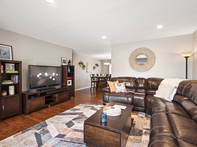 Relaxing Escape Complete with Home Theater and BBQ, holiday rental in Morrison