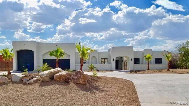 Bullhead home with a view, pool & heated spa!, alquiler vacacional en Bullhead City