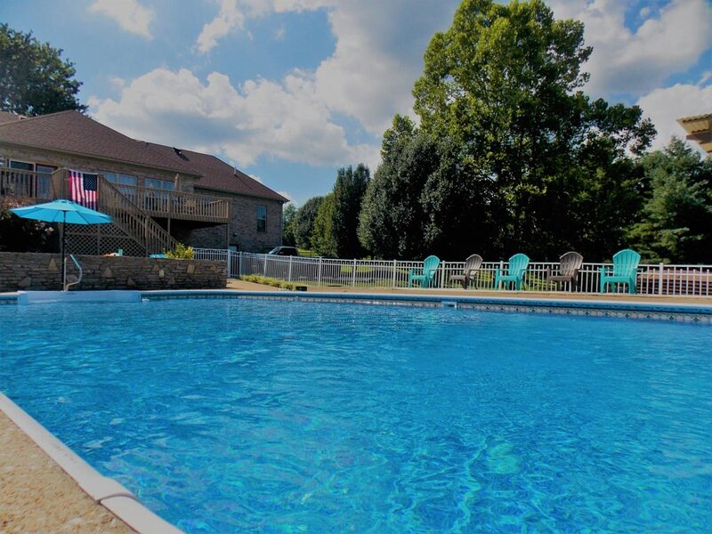 Beautiful Home with a Large Salt Water Pool and Breath-taking Views, vacation rental in Spring Hill