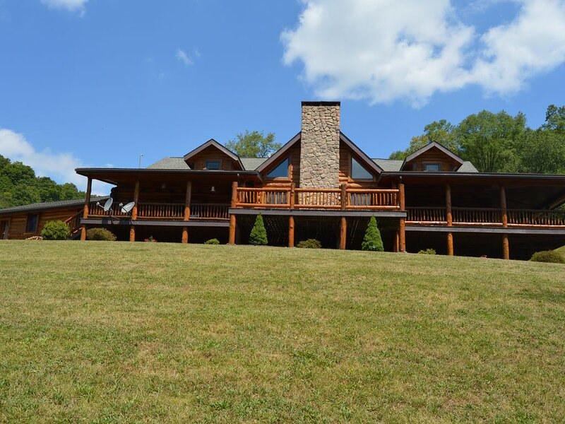 Bear Trail Lodge  - Potter County Vacation Home, alquiler vacacional en Potter County