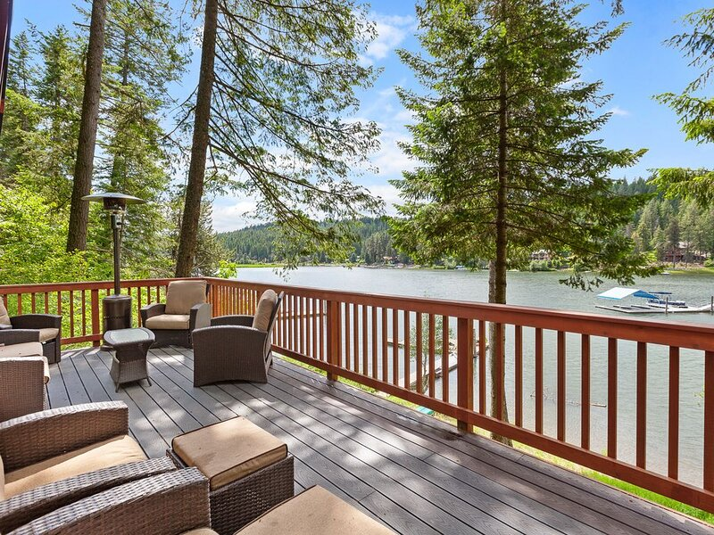 Lakefront Cabin w/  Dock and Beach, holiday rental in Worley