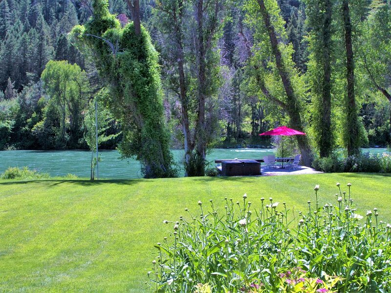 300 Feet River Frontage  on South Fork of the Snake River, holiday rental in Swan Valley