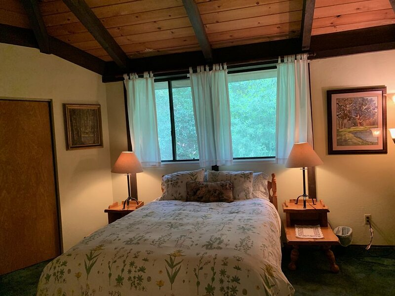 RustRidge Bed and Breakfast - Rustridge Cottage, holiday rental in Pope Valley