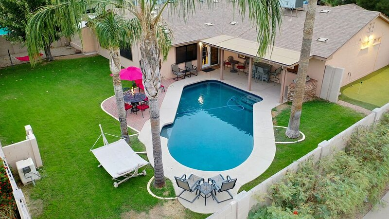 ⭐️Newly Remodeled⭐️Heated Pool*2 Masters*BBQ*FirePit*GameRm*Central Location*, alquiler de vacaciones en Phoenix