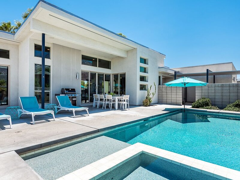 NEW, MODERN ELEGANCE AND MODERN COMFORT COMBINED!, vacation rental in North Palm Springs
