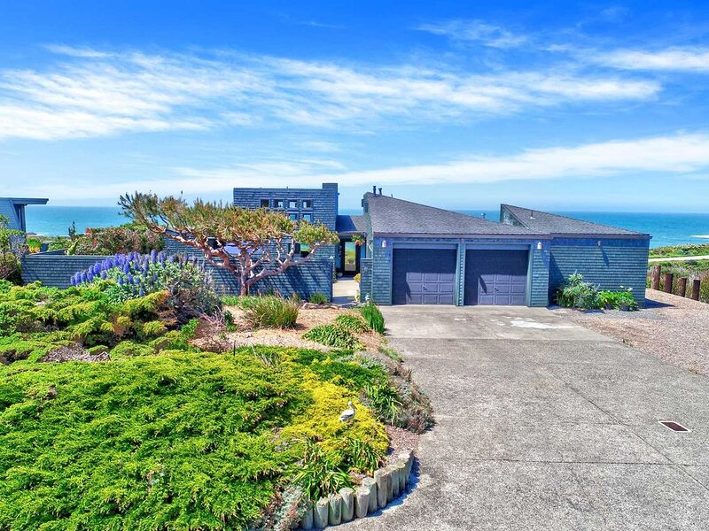 Stunning Oceanfront Property in Sereno Del Mar! Walk to Portuguese Beach in a Mi, vacation rental in Bodega Bay