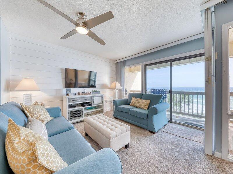 Bright dwelling on the Gulf of Mexico w/ shared pol & beach access!, aluguéis de temporada em Sunnyside
