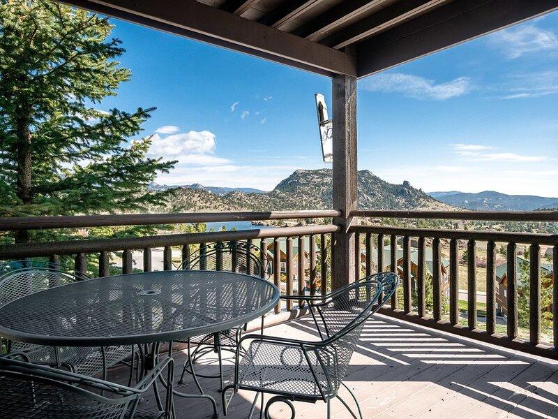 Powell Peak 104 - 1 Br condo with fireplace, Marys Lake and mountain views!, aluguéis de temporada em Estes Park