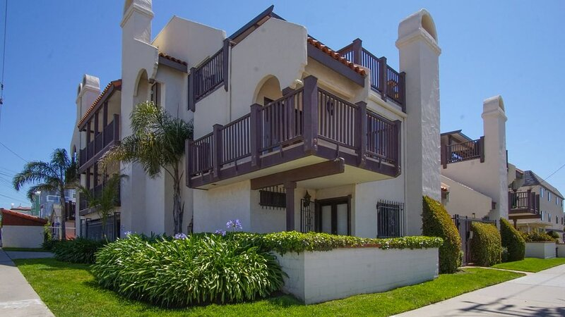 Gated Condo 1 Block Off the Sand, holiday rental in Pismo Beach